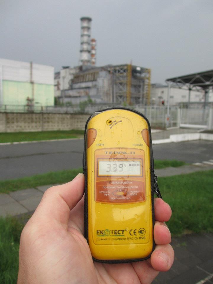 Snart 30 år sedan katastrofen. Detta kan inte hända i svenska reaktorer har man sagt. Men det blev ganska allvarlig i Fukushima. Tänk igen, 30 år och fortfarande kan en hotspot ge ifrån sig en otrolig och farlig mängd radioaktivitet. Blir rädd samtidigt som jag fascineras av den otroliga krav. Tänk, 30 år och pumpar på med energi fortfarande. Men kan vi hantera det?
